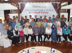 disruption-3-foto-bareng